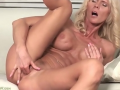 Fit blonde aged with big titties fingers box