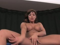 Breasty brunette milf rubs and toys fur pie